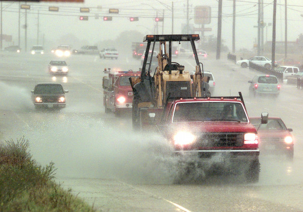 8/24/99---Traffic moves along McCann Rd. north of Loop 281 through high water and driving rain during a rainstorm Tuesday. bahram mark sobhani