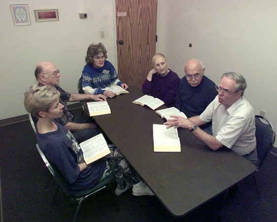 2/10/99---Ralph Guidroz, far right, leads a Disciples in Mission share group in the discussion of scripture in preparation for the upcoming Sunday at St. Mary's Catholic Church. Joining in, from left, are Allison Cameron, Charles and Jeanne Gaffney and Rosa and Fred Gillette. bahram mark sobhani