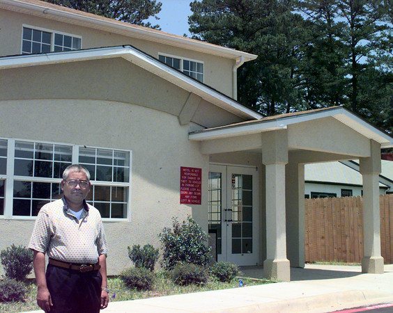 6/18/99-Harry Patel stands outside his new Shoney's Inn located near the intersection of Hollybrook and Eastman Road.  Jessica Williamson