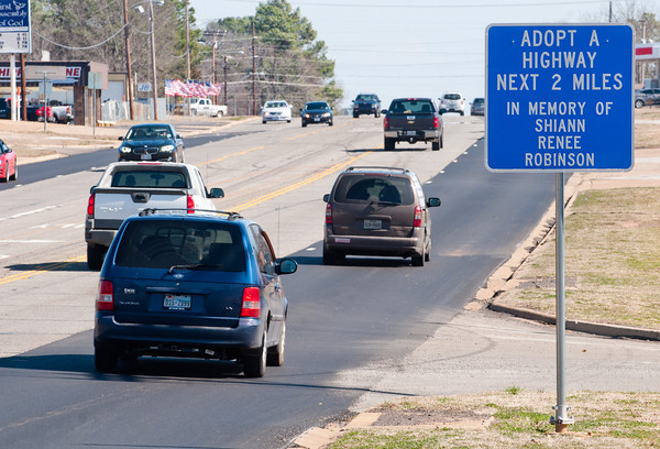 An adopt a highway sign along U.S. 80 in memory of Shiann Robinson Friday, Feb. 14, 2014, in Gladewater.  (Kevin Green/News-Journal Photo)