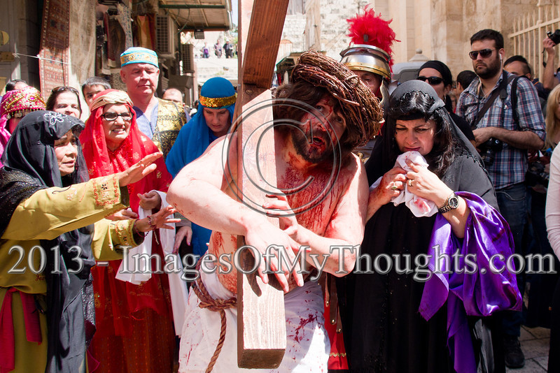Thousands retrace the last steps of Jesus on Good Friday in Jerusalem