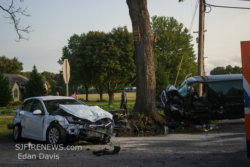 08-22-2014, MVC with Entrapment, Franklin Twp  Grant Ave and Fries Mill Rd  (C) Edan Davis www sjfirenews (5)