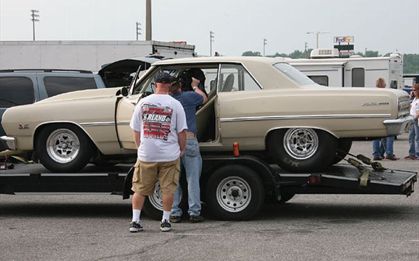 hot_rod_pump_gas_drags+65_chevelle