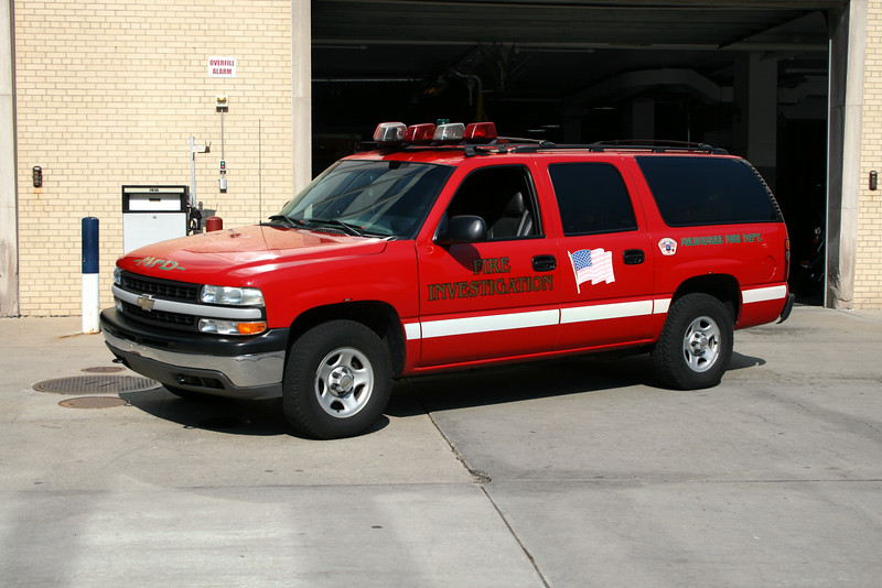 MFD  CAR 14  01' CHEVY SUBURBAN FIRE INVESTIGATION UNIT #436