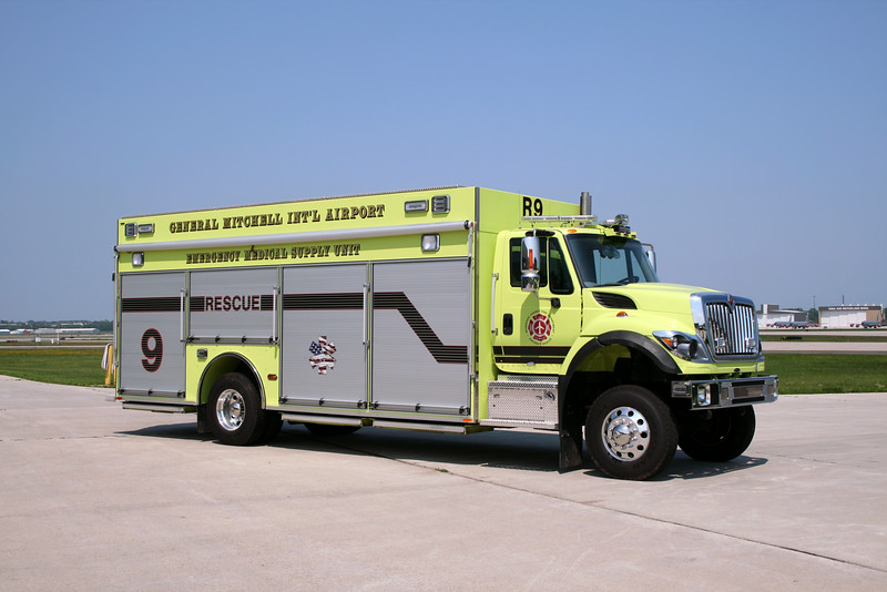 MILWAUKEE COUNTY FD  RESCUE 9  13' IHC 7400 4X4 - PIERCE