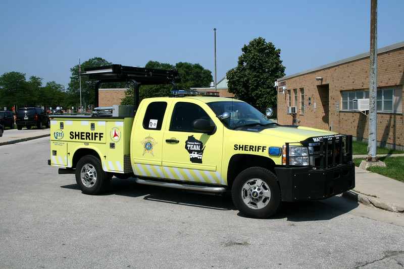 MILWAUKEE COUNTY SHERIFF  13' CHEVY DYNAMAX - KNAPHEIDE