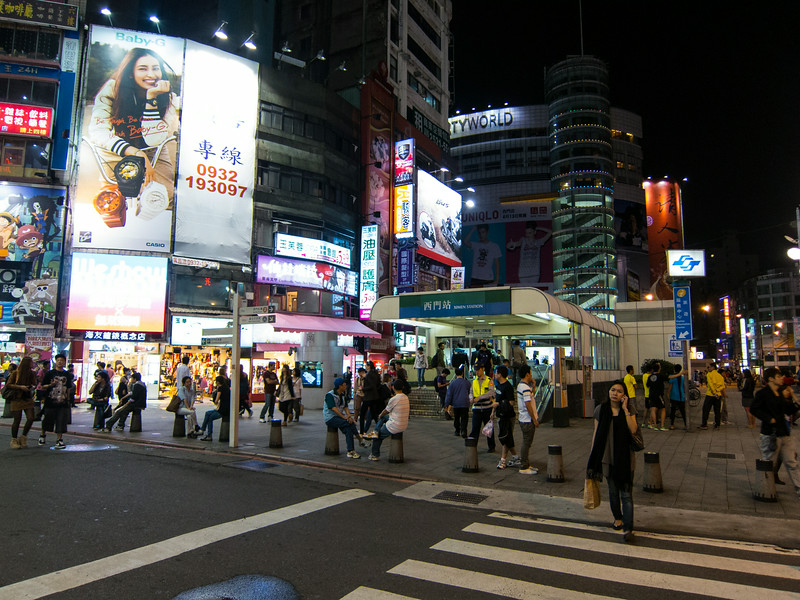 Ximen area.  So alive!
