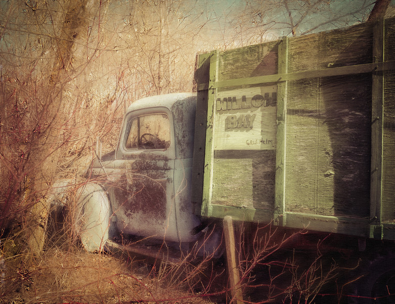 Old trucks are such a cool find.... I'm not sure why, but we all love them, don't we?<br /> (Added a bit of painting here and there)<br /> 05.01.15
