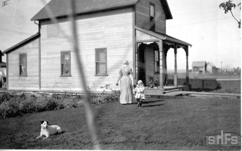 [A young girl and Mrs. Buchanan at Lindhurst, Arcola, 1913]