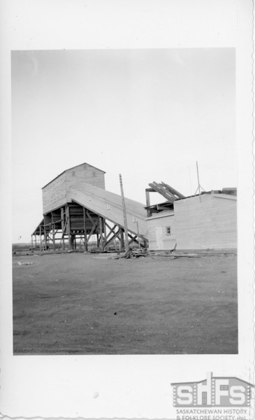 [Poage mine building, south of Roche Percee, 1930s]