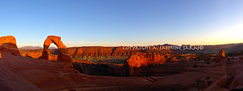 Sun sets on Delicate Arch