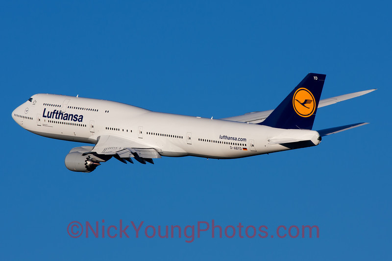 Lufthansa's 747-8 gracefully banking out of Washington Dulles on its way back to Frankfurt.