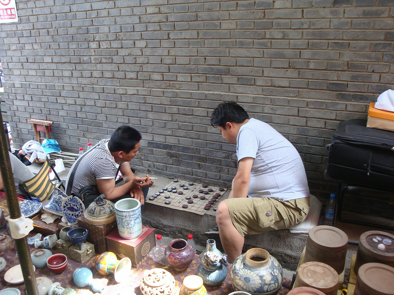 报国寺 vendors playing 象棋 (chinese chess, xiangqi)