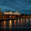 The Moscow Kremlin at night over the Moscow River. 夜幕降临莫斯科克里姆林宫。