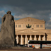 Bolshoi Theatre across a busy street from the statue of Karl Marx. 俄罗斯波修瓦大剧院与卡尔马克思塑像隔街相望。