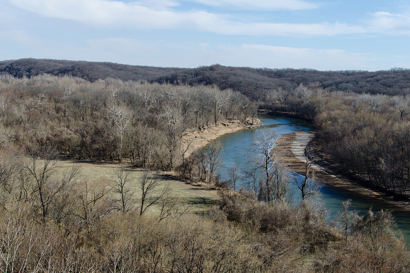Looking south east from the bluffs over the Castlewood park bend in the Meramec river. It may be worth coming up here as the year progresses and track the seasonal changes.