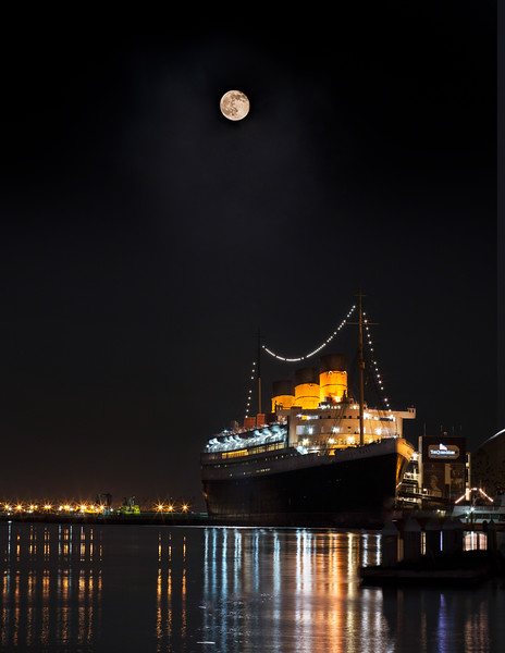 Honey Moon and the Queen Reflect