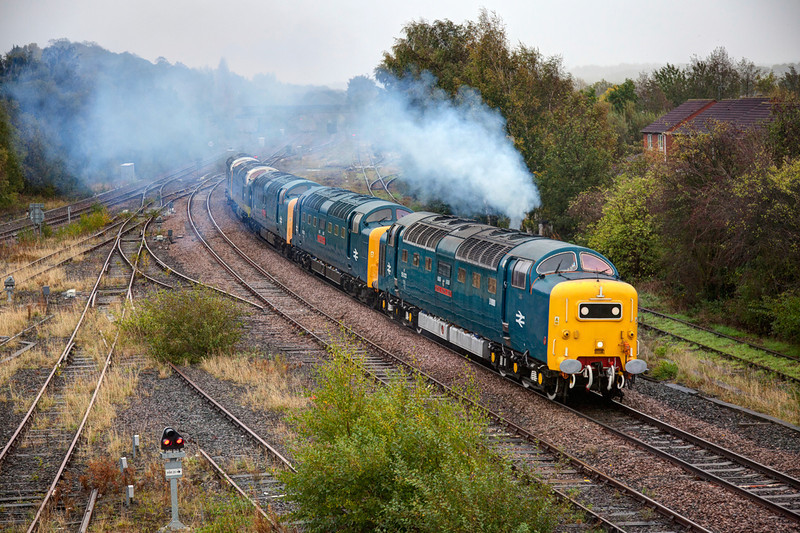 Clagtastic!<br /> <br /> 55022 powers away from a 20 min pathing stop at Horbury Up Goods Loop with the 0Z46 07:55 Shildon (NRM) to Bury (ELR) quintuple Deltic trip (55022+55002+55019+D9009+D9016) on October 11th 2011