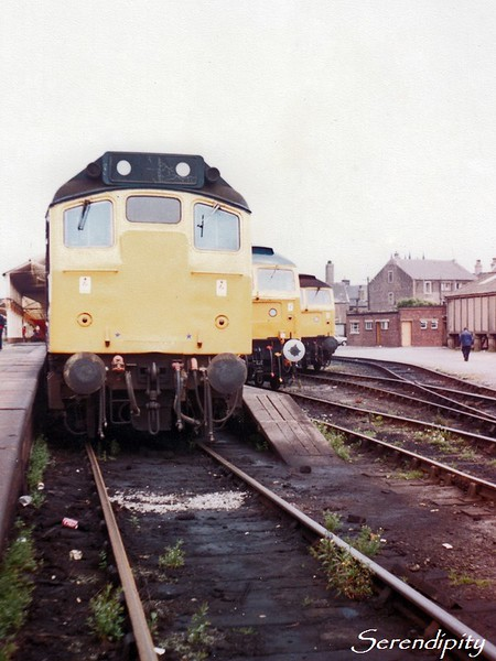 25072<br /> <br /> Stabled at Workington on 26 July 1983.  Peeking from behind it are 47555 The Commonwealth Spirit and an unidentified class 47.<br /> <br /> (0686)