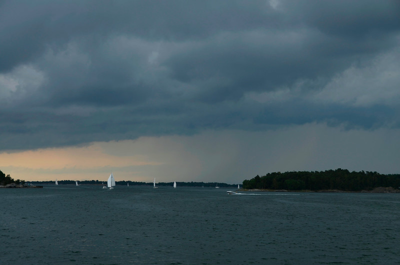 The weather got dramatic. Pleasure boats fled. In Stockholm it was severe, we only got rain