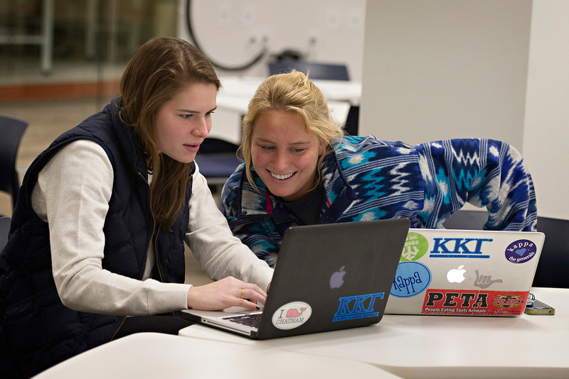 Allison Coy '16 and Lauren Stone '16 working together in the IQ Center.