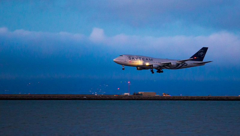 China Airlines landing at SFO