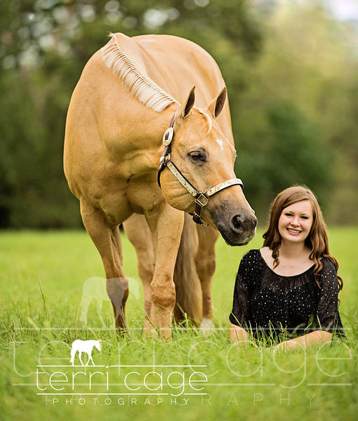 senior photo with horse