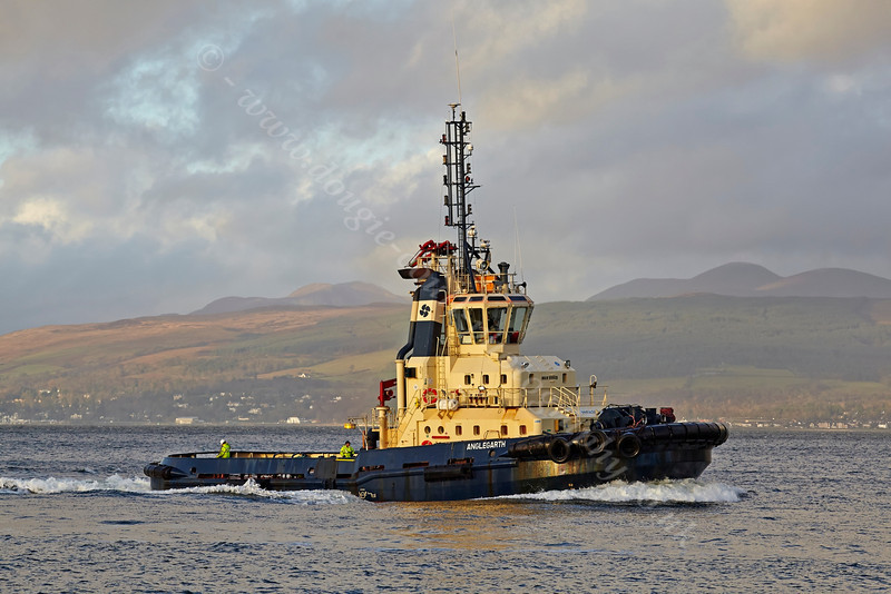 'Anglegarth' Passing East India Harbour - 4 December 2013