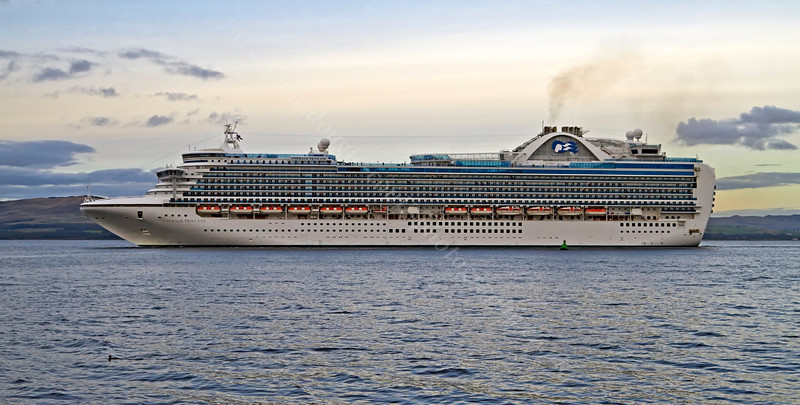 'Emerald Princess' - Off Greenock Esplanade - 14 September 2013