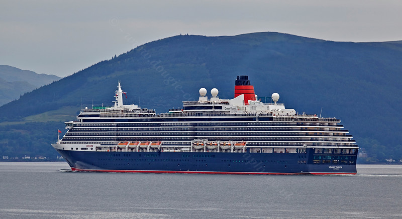 'Queen Victoria' departing Greenock - 29 May 2014