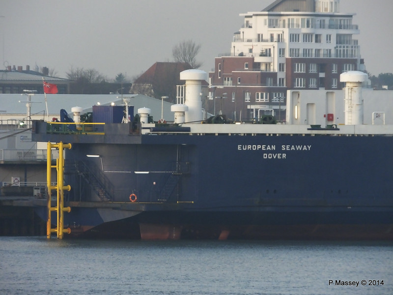 EUROPEAN SEAWAY at Cuxhaven PDM 16-12-2014 08-32-35