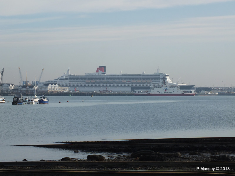 QUEEN MARY 2 Over Town Quay PDM 26-11-2013 13-03-22
