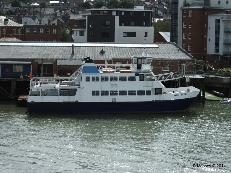 WIGHT SCENE West Cowes PDM 12-07-2014 16-26-05