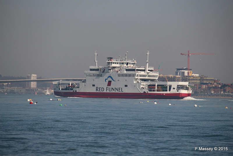 RED FALCON approaching Southampton from Hythe PDM 15-04-2015 11-20-014