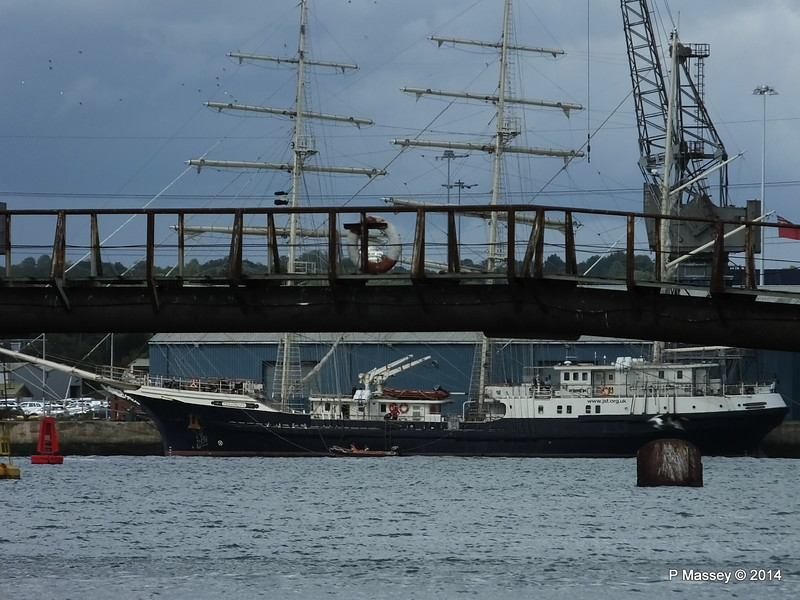 TENACIOUS under Husbands Jetty Southampton PDM 18-08-2014 16-07-31