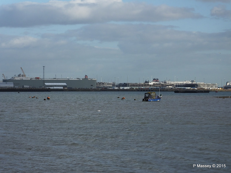 CALIFORNIA HIGHWAY VICTORY LEADER over Town Quay Southampton PDM 04-03-2015 16-00-18