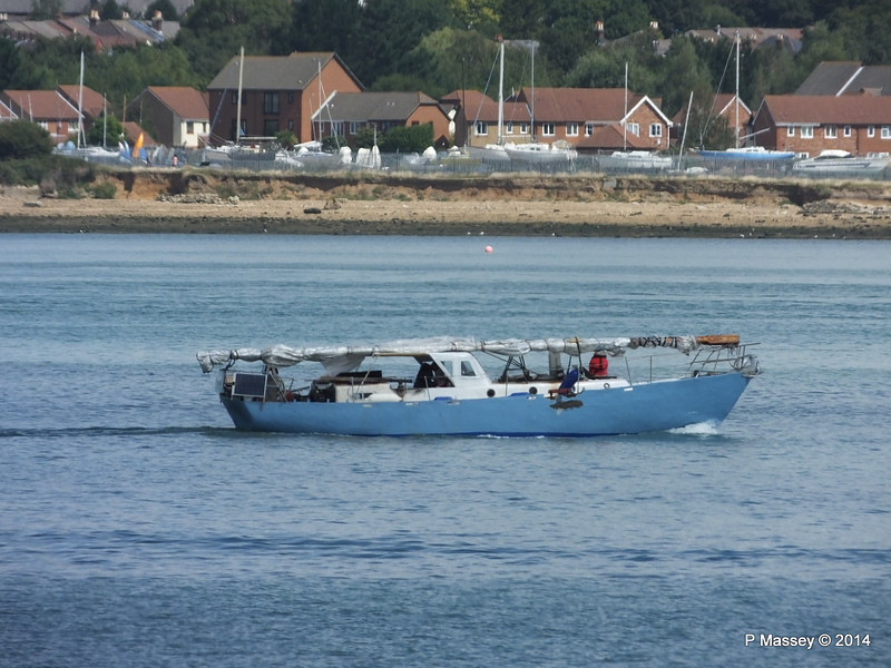 Unknown battered sailing yacht Southampton PDM 20-08-2014 12-41-20