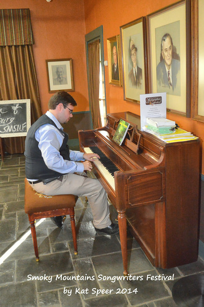 2014SMSWF0822FRI190 Gatlinburg Inn employee Caleb Taylor entertains on the house piano