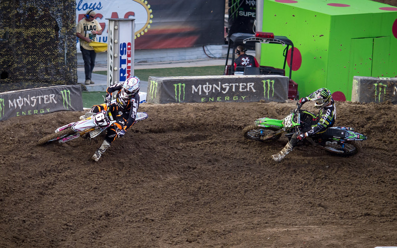 Tyler Bowers pressures Gavin Faith - 250 East SX Final - 4 May 2013