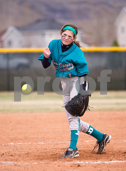 JDvHighlandSoftball-1292