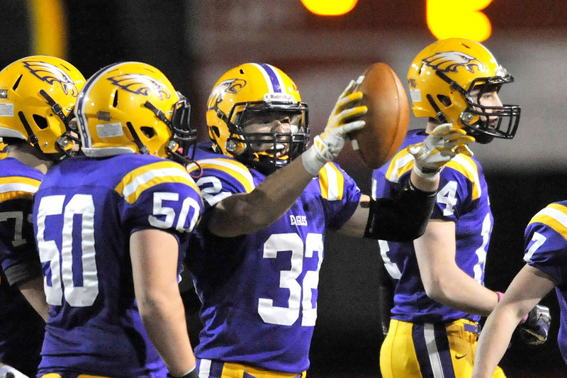 Avon's Mitch Tomlin (32) holds the football after recovering a fumble in the second quarter. DAVID RICHARD / CHRONICLE