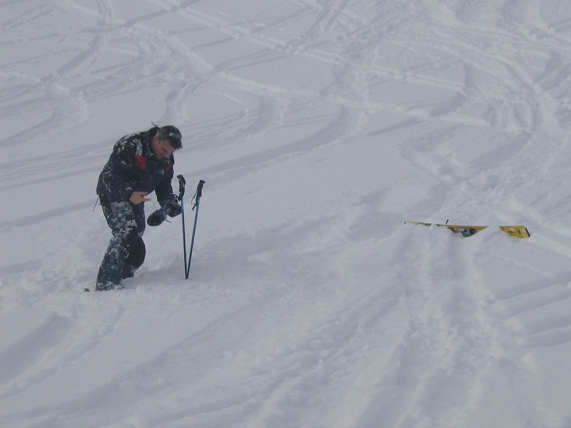 Bugger - where's the other ski!!