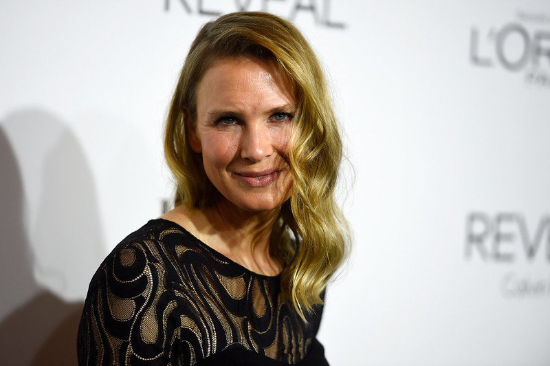 """<p><b> Hollywood insiders were shocked Monday when this Oscar winner showed up at an awards banquet looking almost unrecognizable … </b> </p><p> A. Renee Zellweger </p><p> B. Reese Witherspoon </p><p> C. Whoopi Goldberg </p><p><b><a href=""""http://www.dailymail.co.uk/tvshowbiz/article-2801157/renee-zellweger-looks-drastically-different-elle-event.html"""" target=""""_blank"""">LINK</a></b> </p><p>    (Frazer Harrison/Getty Images)</p>"""