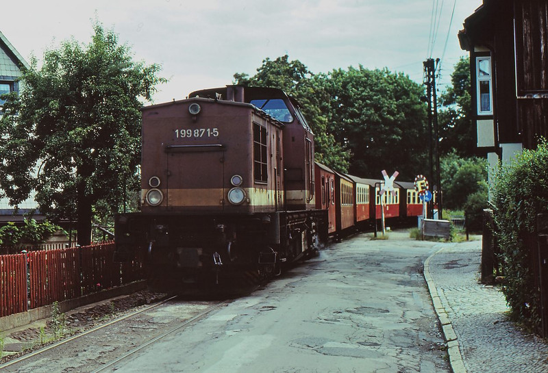 HSB Diesel Loco 199 871-5 winds its way slowly through the streets of Wernigerode with a Nordhausen bound service