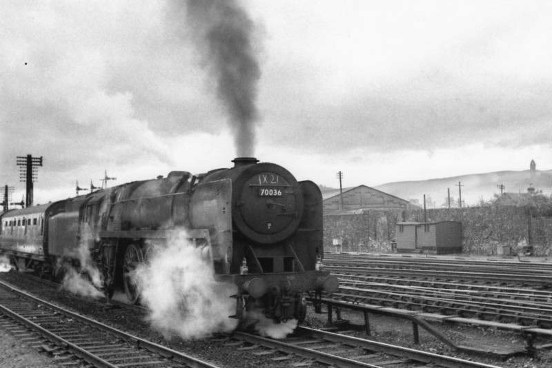 Slowly emerging out of the early morning mist Kingmoor's 70036 Bodicea arrives at Sirling on 21/08/65 with a southbound troop train. She was withdrawn in October 66.