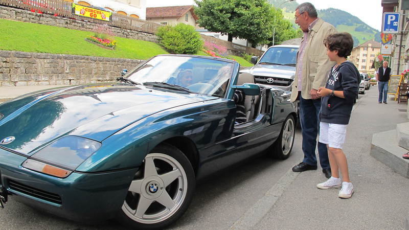 Switz010 The 1990 BMW Z1, where the side door disappears down inside   Cool!