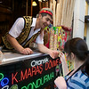 Istiklal Caddesi, ice cream entertainer (finally, she gets it!)