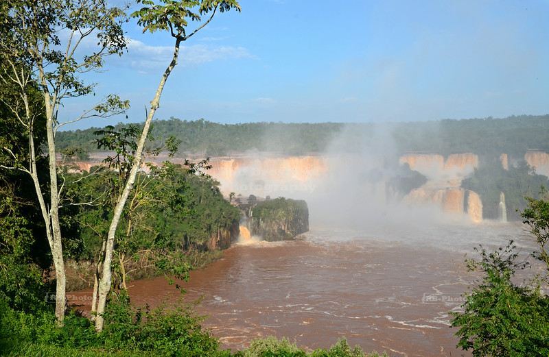 First glance at the waterfalls at Foz do Iguaçu