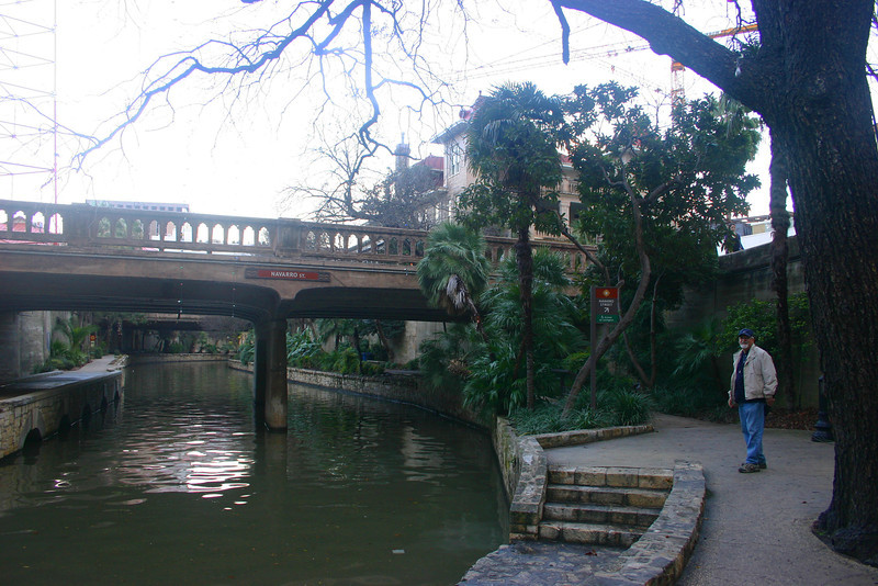 0122 Riverwalk walk at dusk