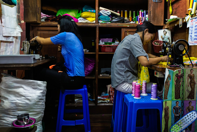 Seamstresses in the Bogyoke market (Yangon, Myanmar)